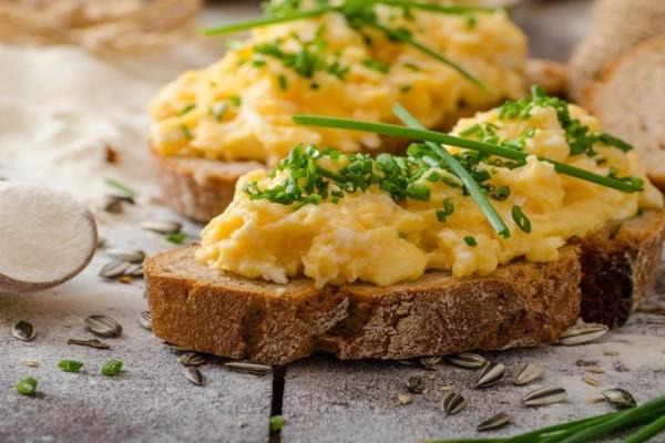 Λεμόνι στα scrambled eggs; – Κι όμως, χρειάζεται!