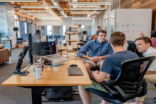 Blueground: Το μέλλον της εργασίας είναι υβριδικό σύμφωνα με έρευνα