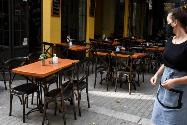 Εστίαση & τουρισμός: 100 ευρώ το μήνα θα πληρώνουν από την τσέπη τους οι ανεμβολίαστοι εργαζόμενοι - Τα 2 νέα μέτρα που θα τους οδήγησουν στο «τσίμπημα»