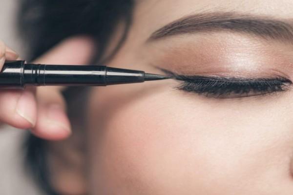 4+1 Καλύτερες συμβουλές για την τέλεια γραμμή eyeliner!