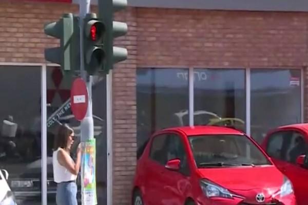 Νίκαια: Για τον θάνατο της 7χρονης δεν φταίει ούτε ο οδηγός, ούτε η θεία αλλά η Περιφέρεια! Ήταν χαλασμένο το φανάρι