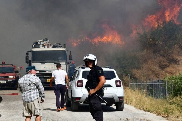 Μεγάλη πυρκαγιά στην Αχαΐα: Εκκενώνονται Ζήρια, Άνω Ζήρια και Καμάρες - Κάηκαν τέσσερα σπίτια