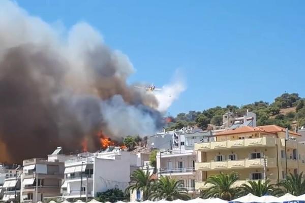 Φωτιά κοντά σε σπίτια στη Σαλαμίνα