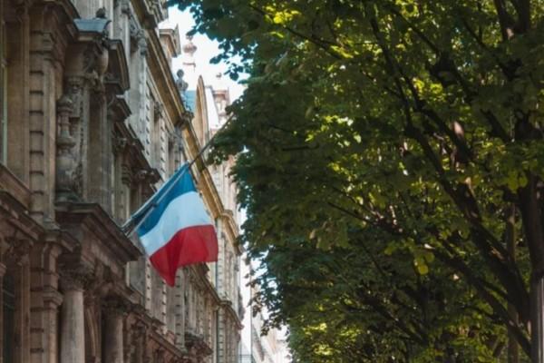 Σοκ στην Γαλλία: Επίθεση με μαχαίρι σε εμπορικό κέντρο!