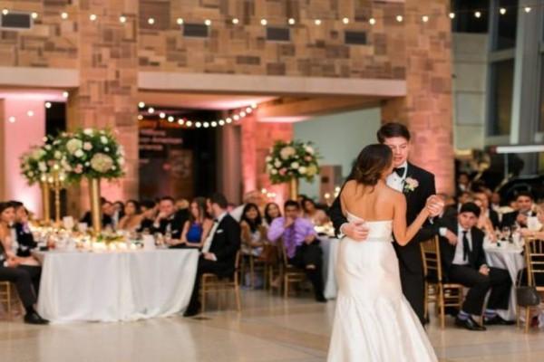 Της κακομοίρας έγινε σε γαμήλια δεξίωση - Συμπέθεροι πιάστηκαν στα χέρια για μια καρέκλα