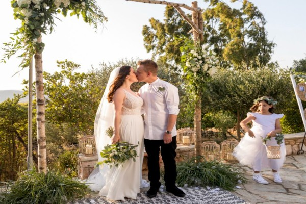 Μόνο με τεστ ή πιστοποιητικό εμβολιασμού οι καλεσμένοι σε γάμους και βαφτίσεις