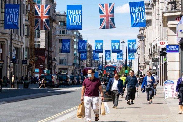 Μαζικά λουκετά από γνωστή εταιρεία ρουχισμού: Κλείνει 81 καταστήματα της