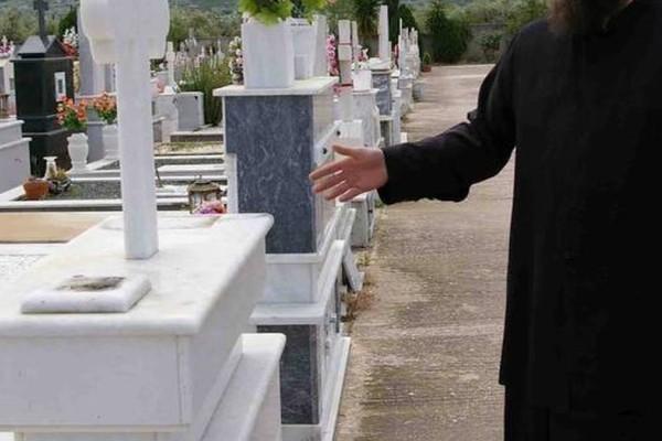 Χαμός με ιερέα στην Εύβοια: Άνοιξε το φέρετρο άνδρα που πέθανε από covid και ούρλιαζε πως δεν υπάρχει κορωνοϊός
