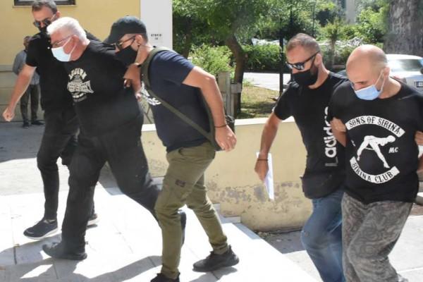 Ηλιούπολη: Στον Εισαγγελέα με τον πατέρα της ο αστυνομικός που εξέδιδε τη 19χρονη
