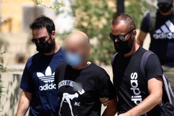 Ηλιούπολη: Απίστευτος ο αστυνομικός - «Εκδιδόταν με τη θέλησή της η 19χρονη»