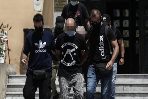Σοκ στην Ηλιούπολη: Κι άλλοι αστυνομικοί στο κύκλωμα - Ο 39χρονος... διαφήμιζε τη δουλειά του