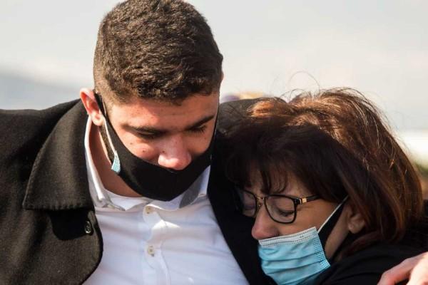 Ανατριχιάζει η σύζυγος του Γιώργου Καραϊβάζ: Αυτά είπε στο παιδί της μετά το θάνατό του