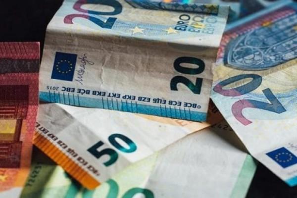 Κατώτατος μισθός: Ποια επιδόματα επηρεάζονται από την αύξησή του - Πώς διαμορφώνονται τα ποσά