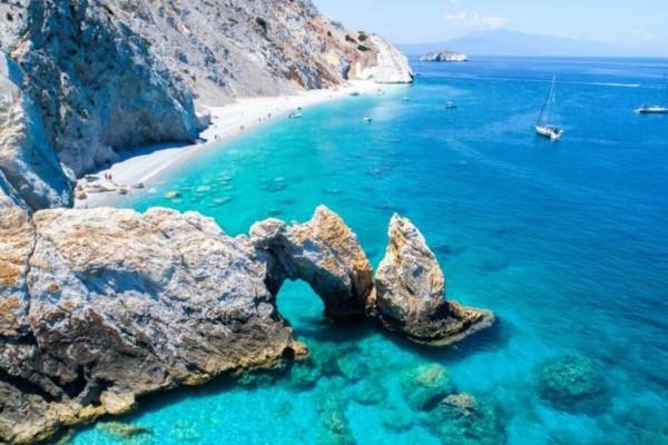 Διακοπές στη Σκιάθο: Βουτάμε στις ομορφότερες παραλίες της!