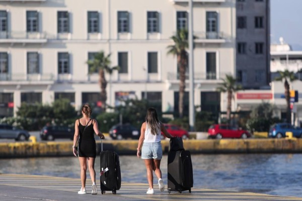 «Έμφραγμα» στο λιμάνι του Πειραιά: Φεύγουν όλοι και αδειάζει η Αθήνα