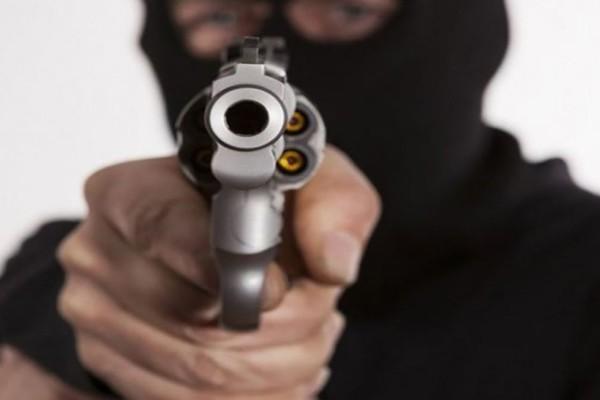 Κέρκυρα: Ζωντανός εφιάλτης σε ενεχυροδανειστήριο – Άντρας εισβάλει με κουκούλα και όπλο