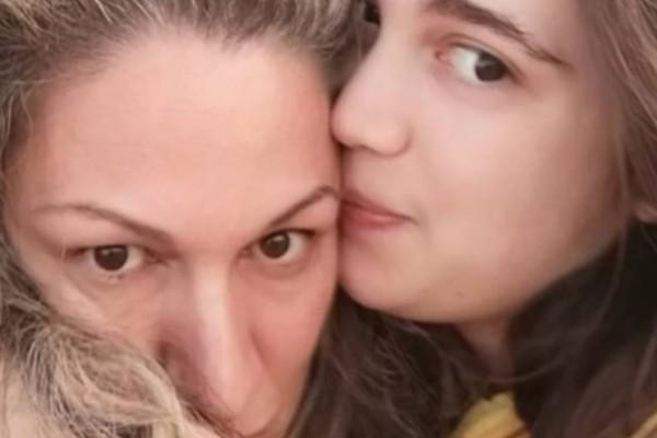 Μαμά και κόρη πέτυχαν μαζί στις Πανελλήνιες: «Μετά τη διπλοβάρδια δεν είναι εύκολο να διαβάσεις»