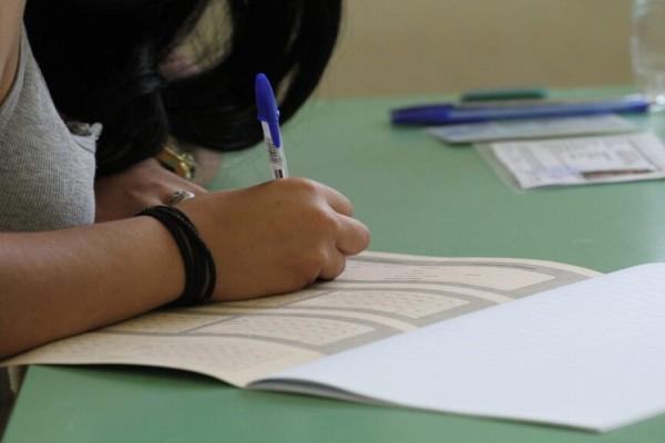 Μαθήτρια με κορωνοϊό «όμηρη» του νόμου: Πρέπει να ξαναδώσει όλα τα μαθήματα τον Σεπτέμβριο! (Video)