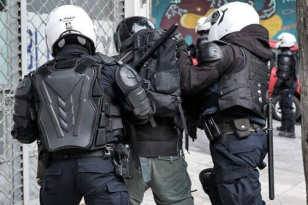 Θρίλερ στου Ζωγράφου: Ανδρας μαχαίρωσε με ματσέτα 3 περαστικούς - Επί ποδός η Αστυνομία