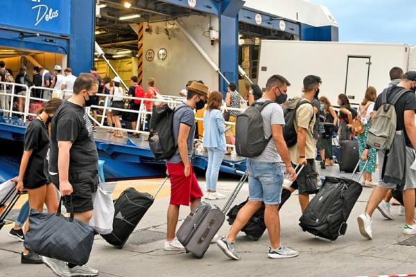 Μετακινήσεις στα νησιά: Αλλάζουν όλα από τη Δευτέρα 5/7 – Πότε απαιτείται τεστ και ποια είναι η διαδικασία επιβίβασης