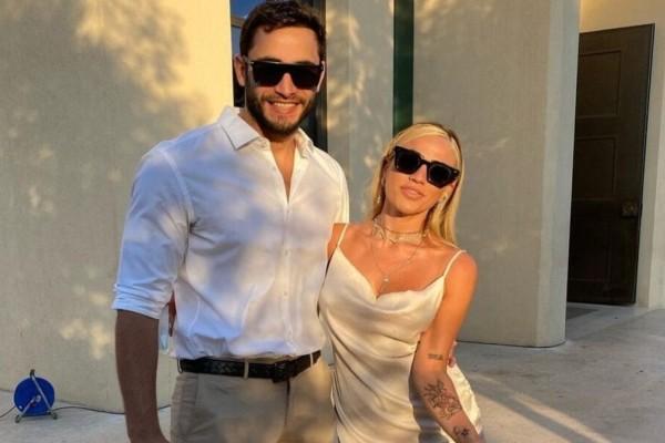 Κόνι Μεταξά: Ο σύντροφός της, Μάριος Καπότσης, εμφανίζεται στο νέο της videoclip