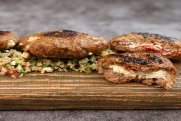 Συνταγή για τα πιο αφράτα και ζουμερά μπιφτέκια -Τα 5 αδιανόητα εύκολα μυστικά