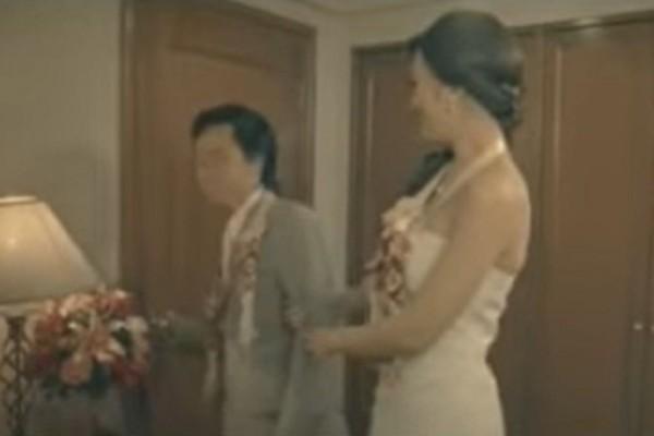 Νύφη έλαμπε από ομορφιά την πρώτη νύχτα του γάμου - Όταν όμως ο γαμπρός είδε.... αυτό λιποθύμησε (Video)