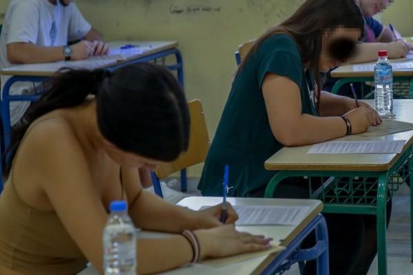 Πανελλαδικές Εξετάσεις 2021: Στα Ισπανικά εξετάζονται οι υποψήφιοι - Σήμερα λήγει η προθεσμία για τη δήλωση κινητού τηλεφώνου