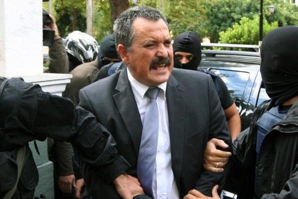 Χρήστος Παππάς: Το παρασκήνιο της σύλληψης στο σπίτι - Τι είπε στους αστυνομικούς που τον «ξετρύπωσαν» - Οδηγείται στον εισαγγελέα