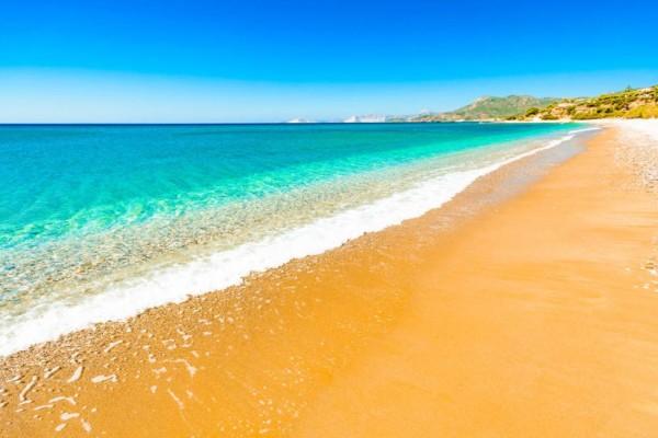 4+1 πανέμορφες παραλίες κοντά στην Αθήνα για να ξεσκάσεις