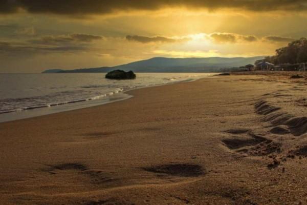 Αυτή είναι η παραλία με τα κρυστάλλινα νερά στην Αττική που οι περισσότεροι δε γνωρίζουν (Video)