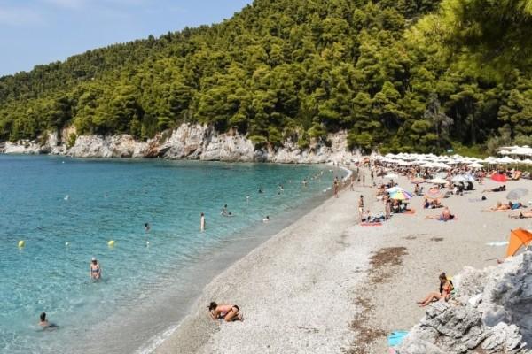 Οι 545 ελληνικές παραλίες με Γαλάζια Σημαία - Ποιες είναι και πώς γίνεται η απονομή τους