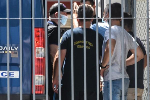 Πέτρος Φιλιππίδης: Πέρασε την πόρτα των φυλακών Τρίπολης - Ο Λιγνάδης και οι άλλοι «γνωστοί» συγκρατούμενοί του (Video-Photo)