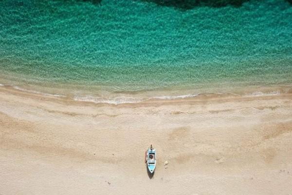 Εύβοια: Η εξωτική παραλία Ποτάμι με τα γαλαζοπράσινα νερά