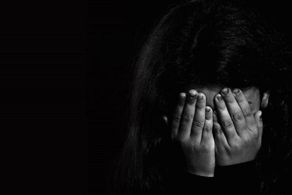 Θεσσαλονίκη: Φρίκη για 15χρονη - Καταγγέλλει ότι την κακοποιούσε σ@ξου@λικά η μητέρα της και ο εραστής της και ότι έπεσε θύμα βιασμού από 17χρονο
