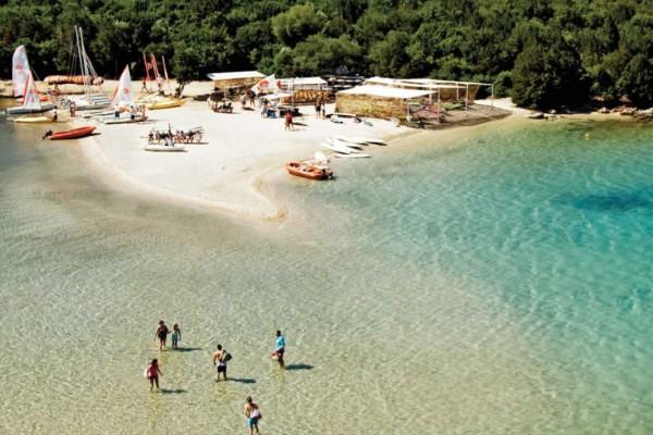 Σύβοτα: 2+1 φανταστικές παραλίες αν αναζητάτε προορισμούς για διακοπές με το αυτοκίνητο!