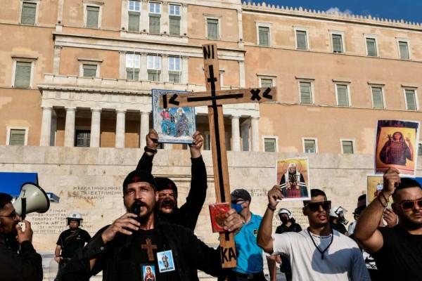 Καμία ελπίδα: Νέα συγκέντρωση αντιεμβολιαστών σε Αθήνα-Θεσσαλονίκη με σημαίες, σταυρούς και... «Μακεδονία ξακουστή»