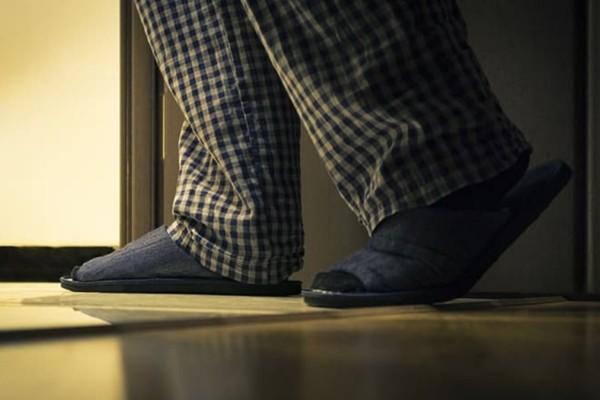 Ξυπνάτε στον ύπνο σας για τουαλέτα; Τι σημαίνει για την υγεία σας και τι πρέπει να κάνετε