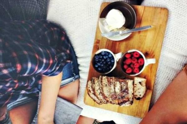 Έχετε μια λιγούρα πριν κοιμηθείτε; Αυτές τις τροφές πρέπει να φάτε
