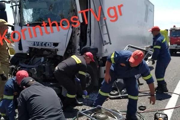 Σοκαριστικό τροχαίο στην Αθηνών-Κορίνθου: Από θαύμα σώθηκε ο ένας οδηγός