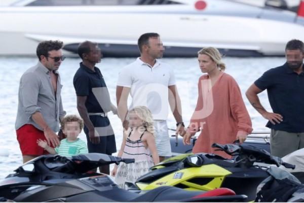 Καγιά-Κρασσάς με το σκάφος στη Μύκονο! Αποκλειστικές φωτογραφίες με τα παιδιά τους