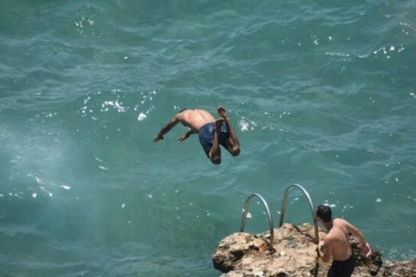 Αγωνία για τον 16χρονο μετά τη βουτιά στη θάλασσα – «Μάλλον μιλάμε για τετραπληγία»