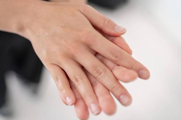4+1 μυστικά για χέρια που δείχνουν 10 χρόνια νεότερα!