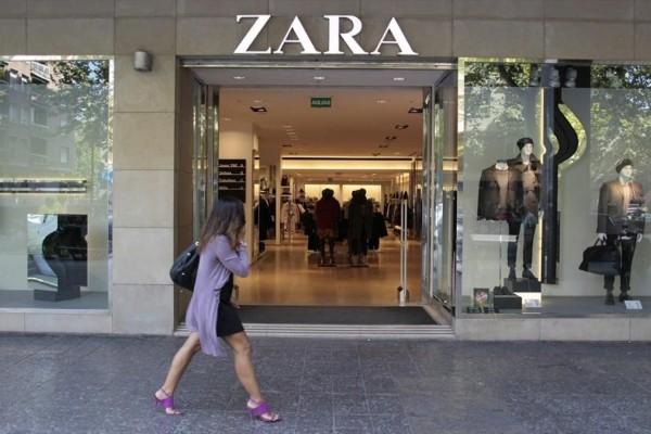 Ξεπουλάει σαν «τρελό» αυτό το κίτρινο φόρεμα στα Zara!
