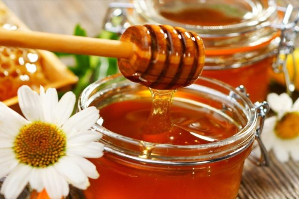 Πόσο υγιεινό είναι το μέλι; Δείτε 5 τρόπους που σας ωφελεί