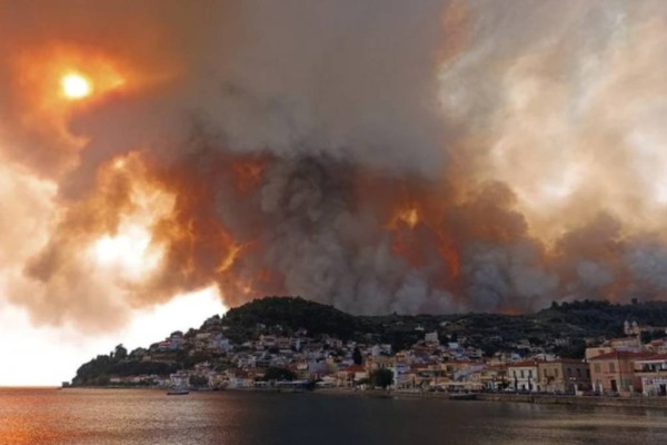 Φωτιά στην Εύβοια: Εκτός ελέγχου η πυρκαγιά - Εκκενώθηκαν κι άλλοι οικισμοί