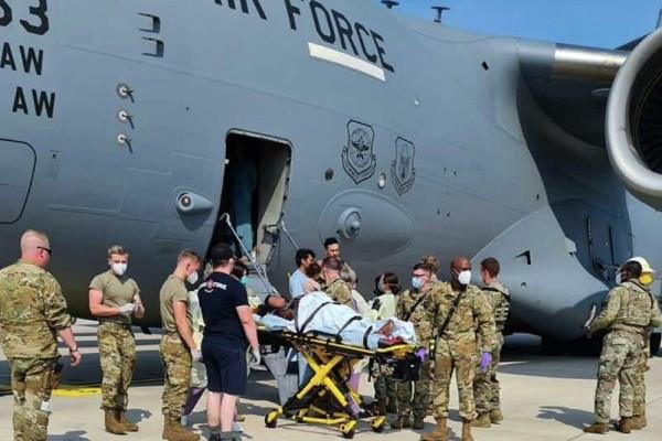 Αφγανιστάν: Γέννησε μέσα σε αμερικανικό αεροσκάφος κατά την επιχείρηση εκκένωσης