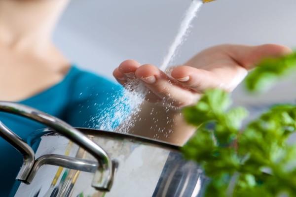 Σου έπεσε πολύ αλάτι στο φαγητό; 4 τρόποι να το διορθώσεις