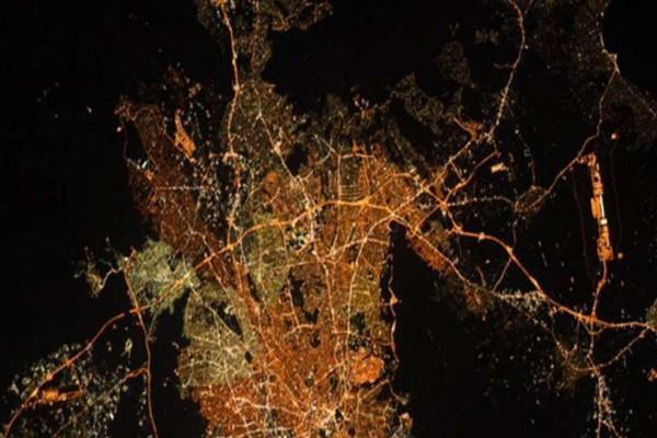 NASA: Έτσι φαίνεται η Αθήνα από το Διάστημα - Η φωτογραφία που δημοσίευσε αστροναύτης