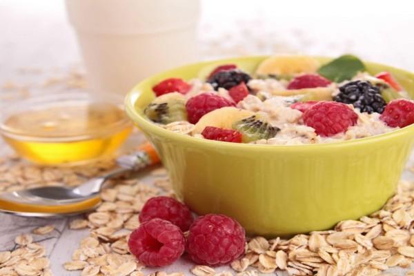 Θρεπτικό πρωινό με βρώμη, κανέλα και ταχίνι
